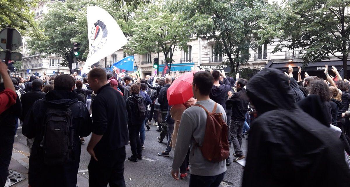 Des manifestants à Paris défient la police en réaction à la mort de George Floyd