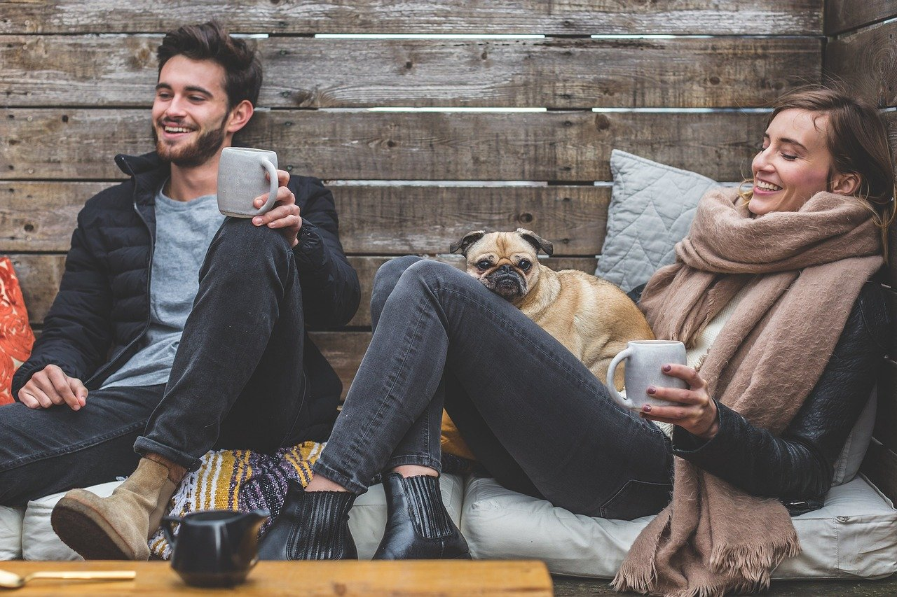 dating en période de coronavirus Couple heureux